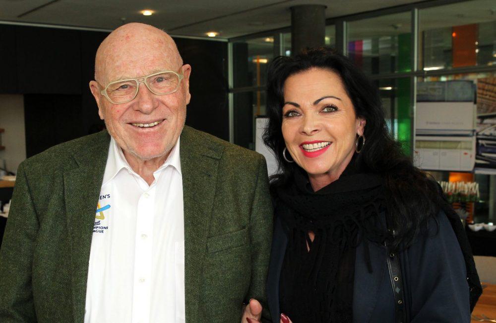 Eberhard Bezner, Beiratsvorsitzender von Olymp Hemden, und Partnerin