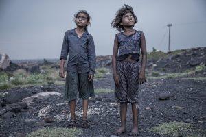 © Supratim Bhattacharjee, Indien In Jharia im indischen Bundesstaat Jharkhand liegen die größten Kohlefelder Asiens. Auf 280 Quadratkilometern wird hier Kohle im Tagebau gewonnen, oftmals von Kindern.